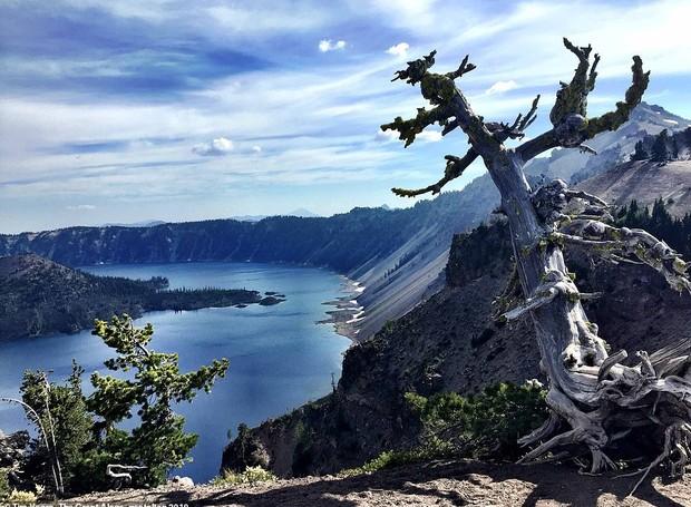 Crater Lake National Park, em Oregon, nos Estados Unidos (Foto: Twitter/ Reprodução)