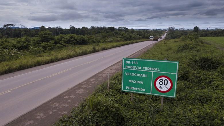 Trecho da BR-163 na divisa do Mato Grosso com o Pará (Foto: Fernando Martinho/Ed.Globo)