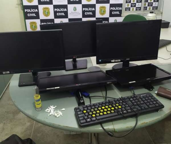 Dupla é presa revendendo monitores e teclados roubados durante assalto a UPA em Fortaleza