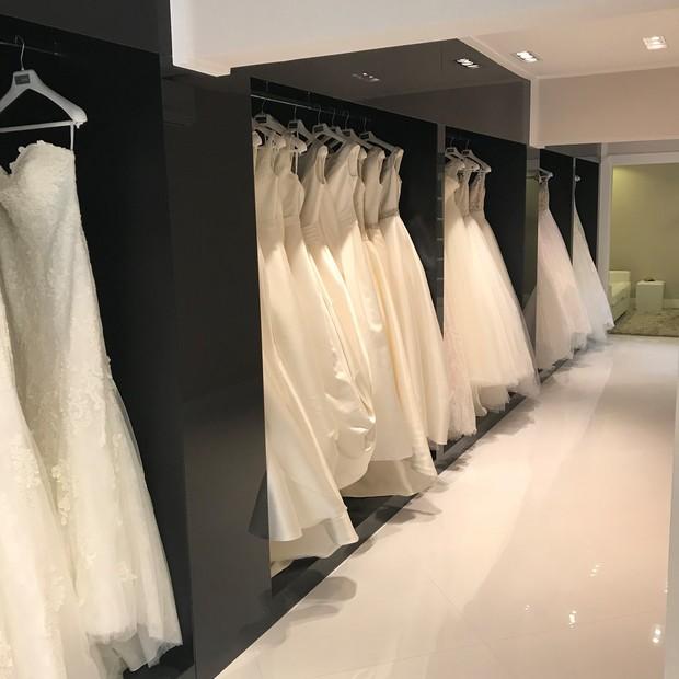 A grade de vestidos da loja (Foto: Digulgação)