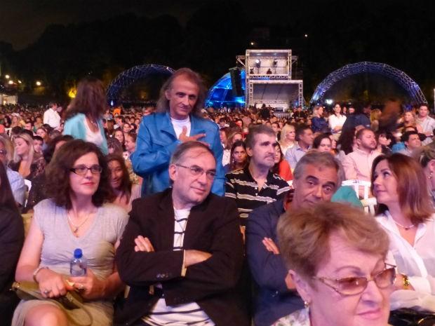 Chacon fez questão de assistir ao show de pertinho  (Foto: Adriana Justi / G1)