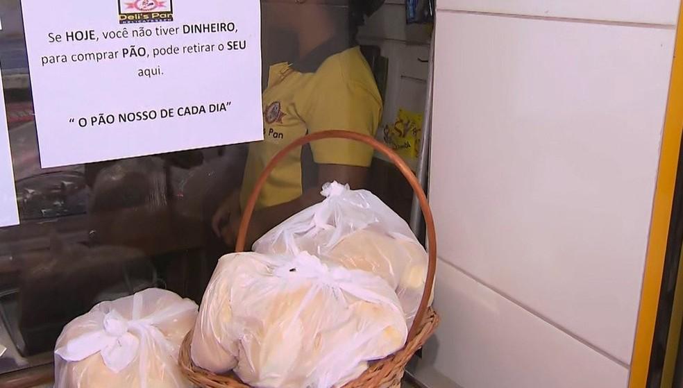 Conheça a padaria no subúrbio ferroviário de Salvador que oferece pães gratuitos para pessoas carentes — Foto: Reprodução/TV Bahia
