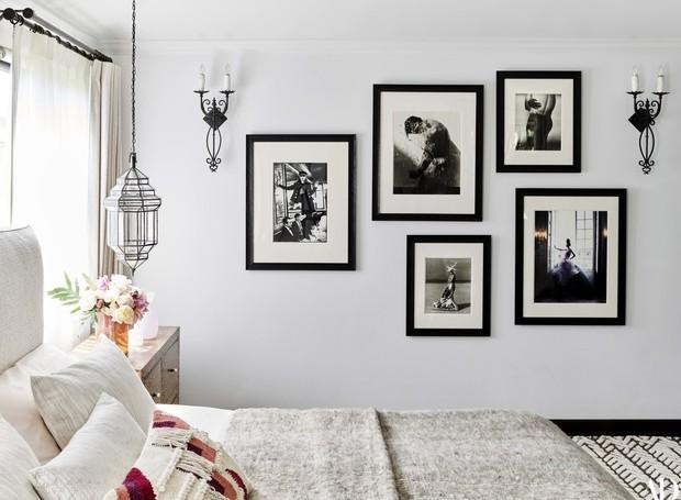 Cinza, preto e branco reinam na decoração do quarto da modelo (Foto: Douglas Friedman/ Reprodução)