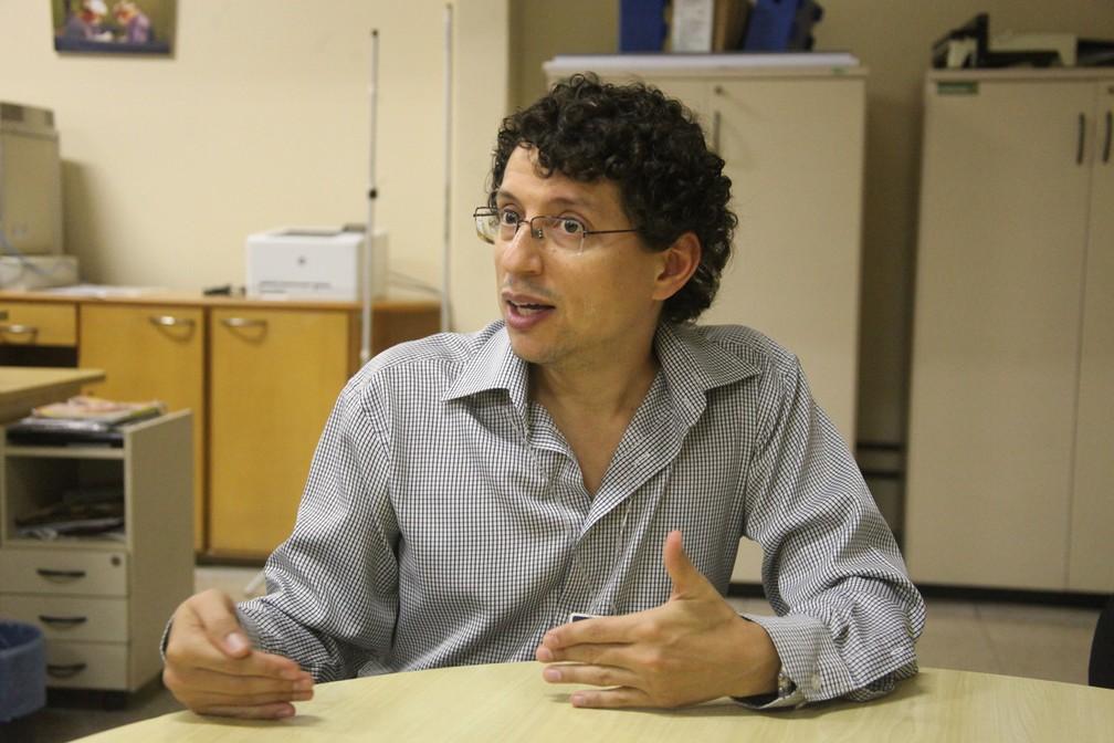 Em 2016, Nathan Mendes se tornou o primeiro professor de medicina da UFMG com o título de médico de família e comunidade — Foto: Carol Morena/Divulgação/Faculdade de Medicina da UFMG