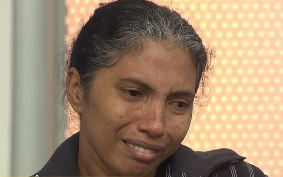 -  Maria do Amparo dos Santos Silva, de 39 anos, que foi atropelada por ônibus e teve pé amputado  Foto: Reprodução/TV Anhanguera
