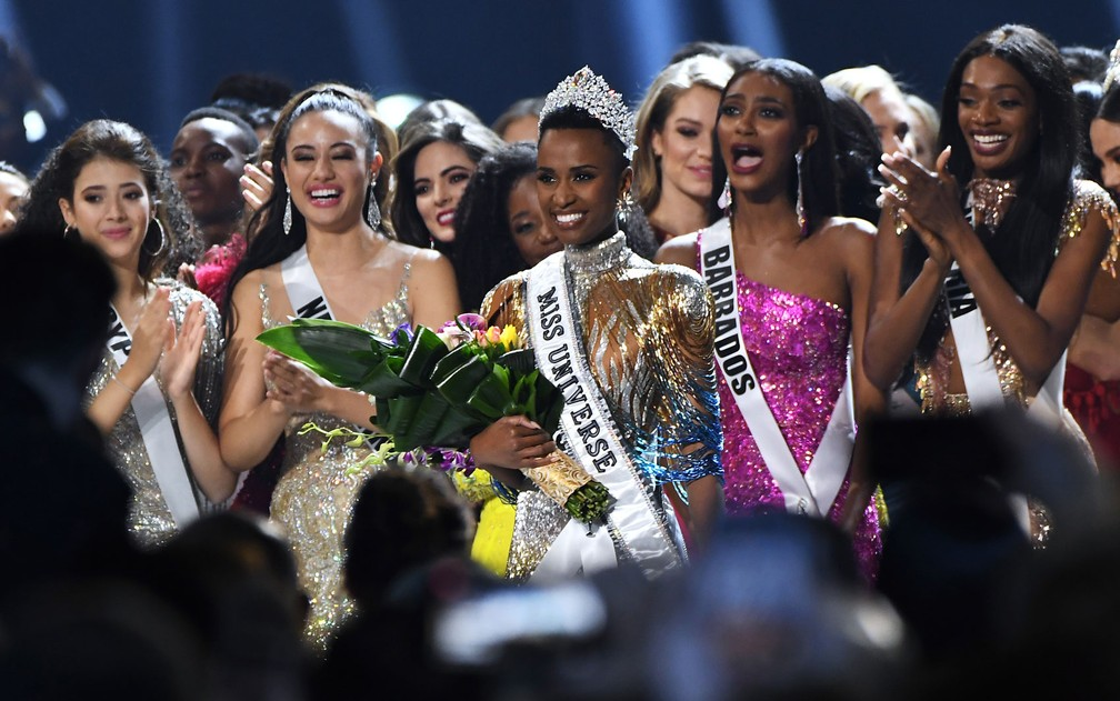 Miss Universo 2019 coroa sul-africana Zozibini Tunzi — Foto: GETTY IMAGES / AFP Photo