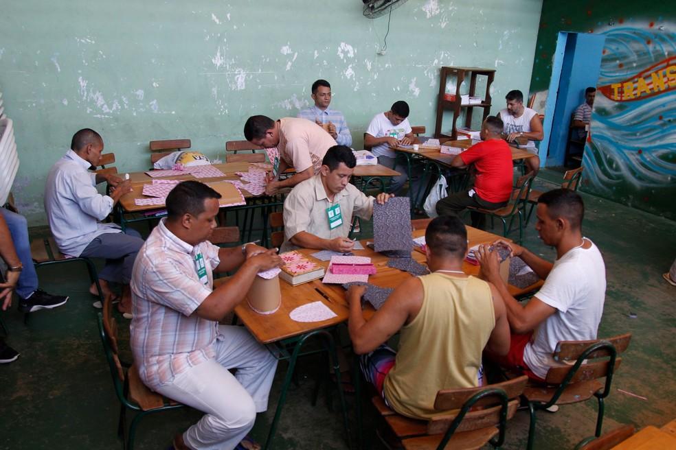 Presos do Pará aprendem a confeccionar bolsas na cadeia (Foto: Akira Onuma / Divulgação / Susipe)