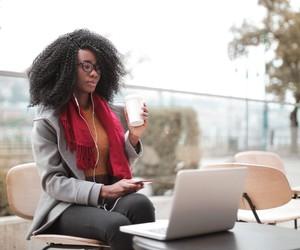 Quer trabalhar na internet? Conheça 4 tipos de infoprodutos que você pode criar e vender sem sair de casa