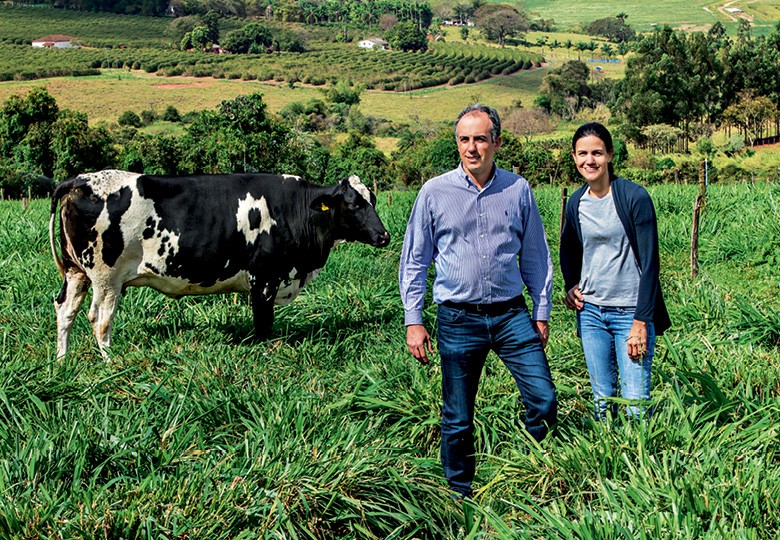 Os irmãos Roberto e Marina na fazenda em São Sebastião do Paraíso (Foto: Rogério Albuquerque)