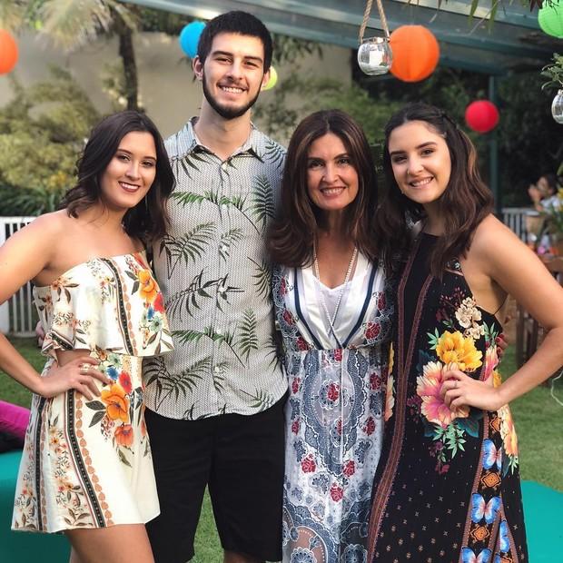 Bia Bonemer, Vinícius Bonemer, Fátima Bernardes e Laura Bonemer (Foto: Reprodução/Instagram)