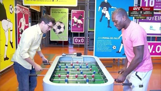 Brunson visita Museu do Futebol e fala sobre confronto contra Lyoto