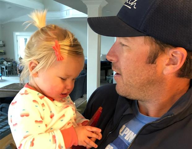 Bode Miller e a filha caçula, Emmy (Foto: Reprodução/Instagram)