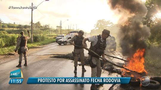 Grupo bloqueia rodovia CIA - Aeroporto e queima pneus em protesto na Bahia