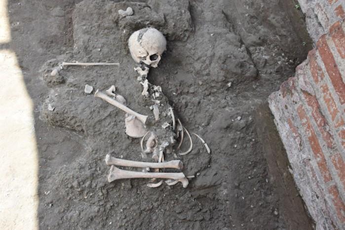 Mais estudos revelarão gênero e detalhes da criança (Foto: Reprodução/Parco Archeologico Di Pompeii )