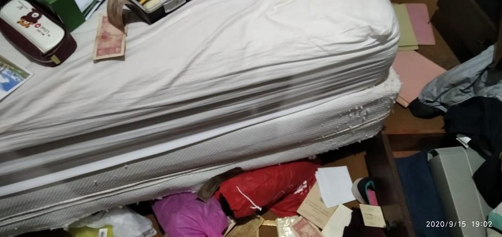Dinheiro e aparelhos eletrônicos foram subtraídos da residência, em Presidente Prudente — Foto: Polícia Militar