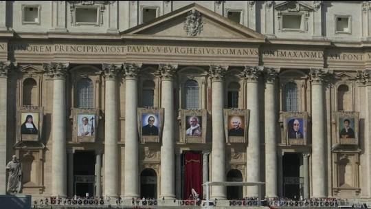 Papa canoniza Paulo VI e arcebispo Oscar Romero
