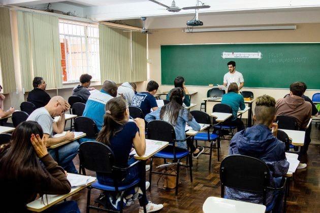 Mais de 12 mil candidatos participam do concurso da Universidade Federal de Juiz de Fora - Notícias - Plantão Diário