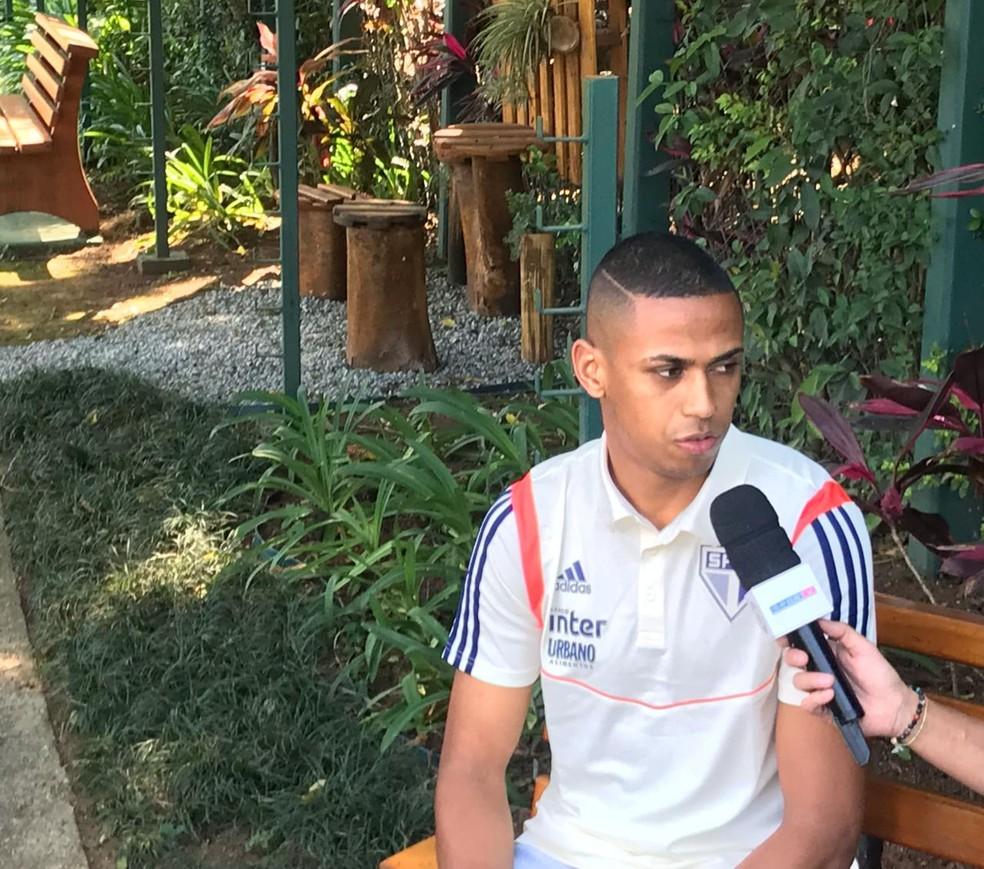 Bruno Alves concede entrevista no São Paulo — Foto: Eduardo Rodrigues