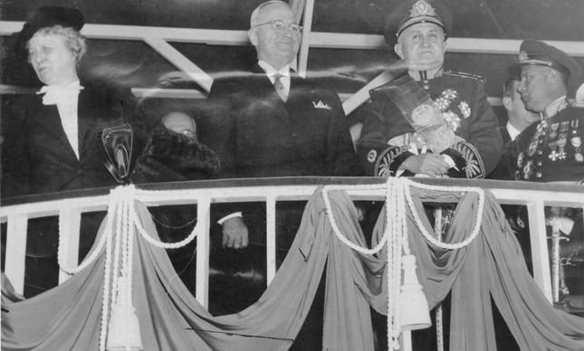 Harry Truman e Eurico Gaspar Dutra no desfile de Sete de Setembro, no Rio, em 1947