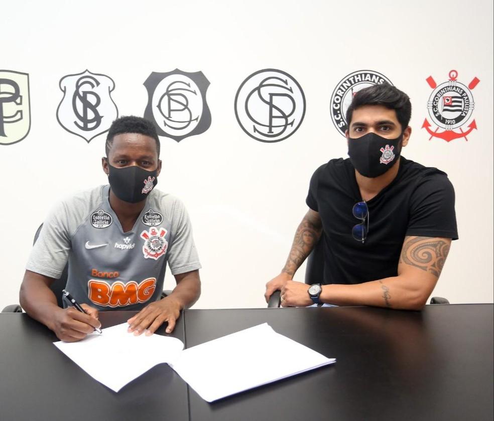 Cazares assinou até o meio da próxima temporada — Foto: Divulgação/ Corinthians