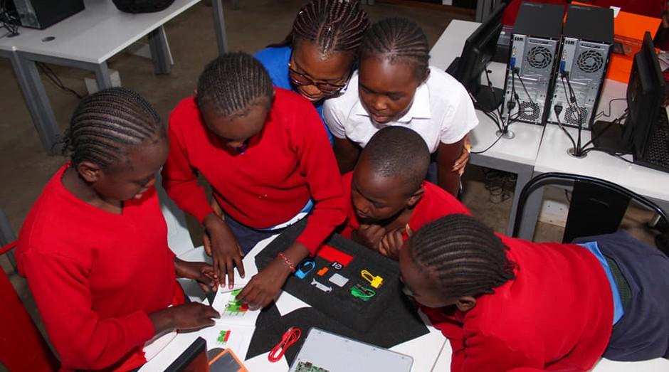 O projeto iamtheCODE tem como objetivo capacitar jovens nas periferias de grandes cidades. (Foto: Divulgação)