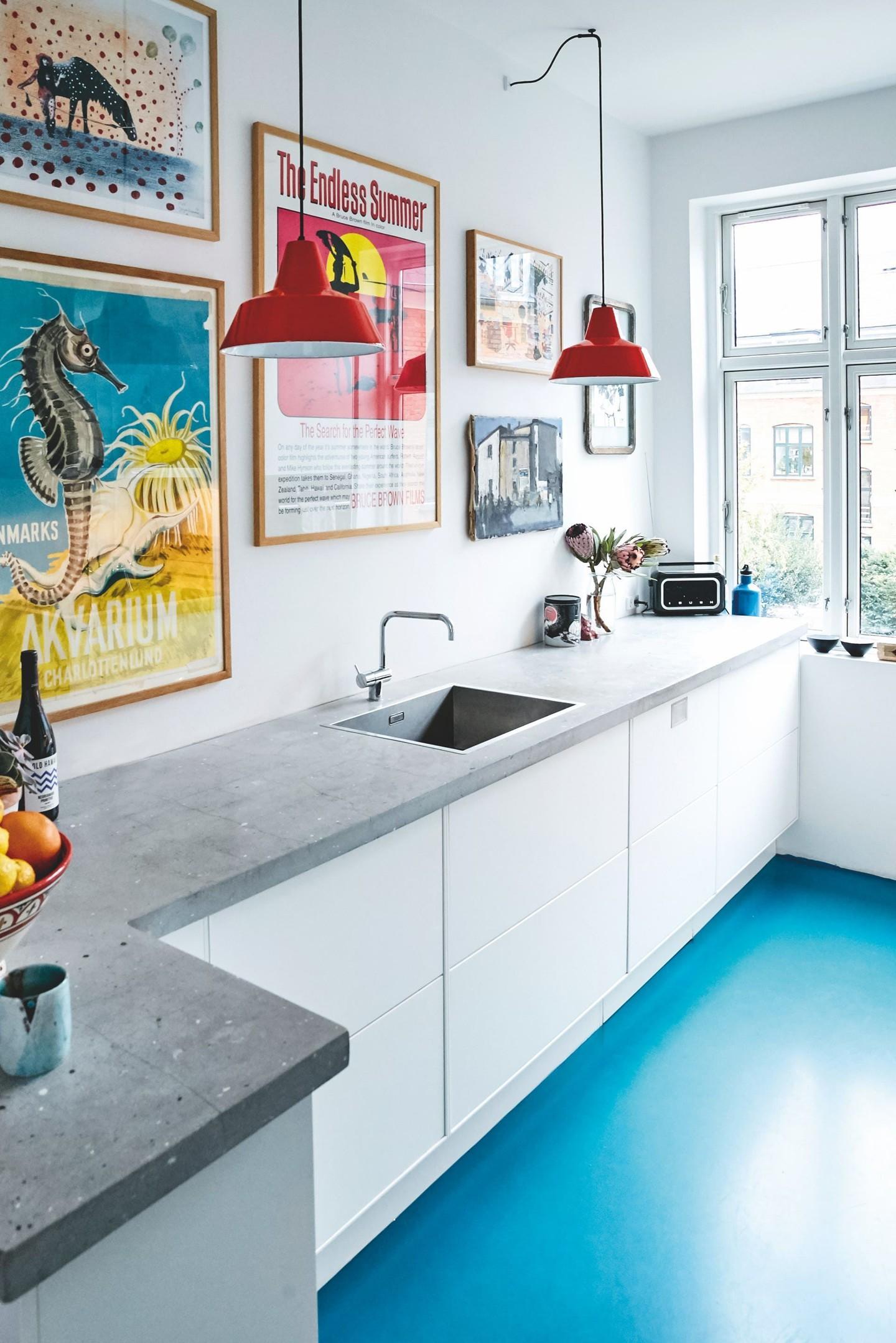Décor do dia: piso azul e concreto na cozinha (Foto: Reprodução/Pinterest)