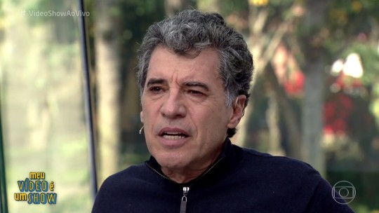Paulo Betti se emociona ao rever vídeo antigo das filhas no 'Vídeo Show'