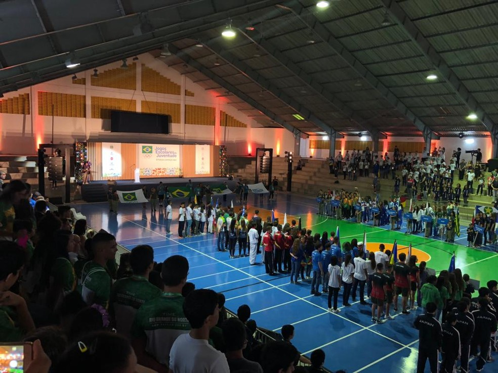 Abertura dos Jogos Escolares da Juventude reúne centenas de pessoas em Natal — Foto: Augusto Gomes/GloboEsporte.com