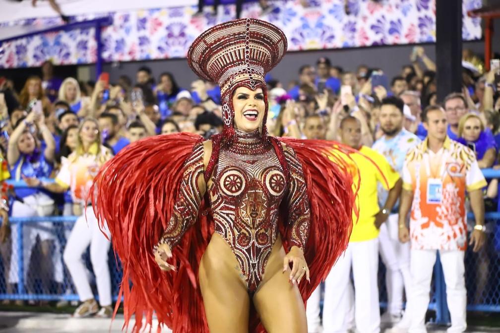 Unidos do Viradouro: Raissa Machado desfila na Sapucaí — Foto: Daniel Pinheiro/AgNews
