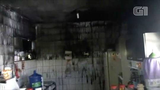 Dois idosos e uma mulher são resgatados de incêndio em uma casa em Porciúncula, no RJ