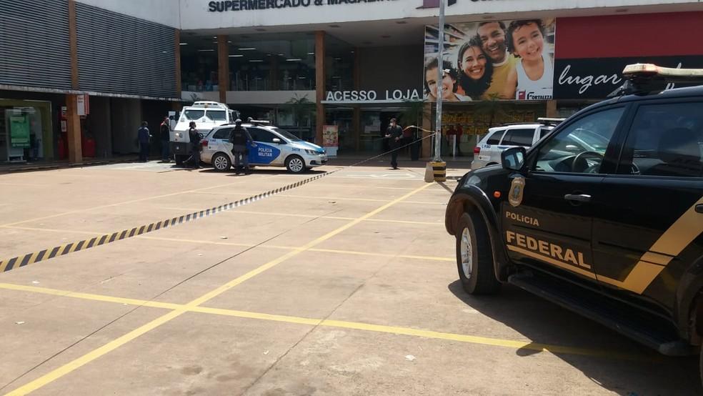Crime aconteceu em área dentro de supermercado na Zona Norte de Macapá — Foto: Caio Coutinho/G1
