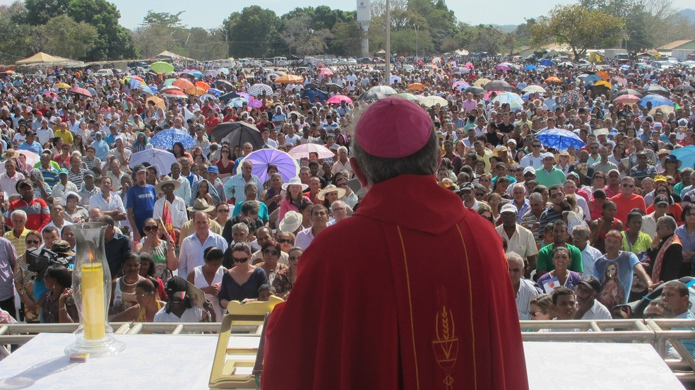 Dom Romualdo durante celebração da missa no Senhor do Bonfim — Foto: Elisangela Farias/G1 TO