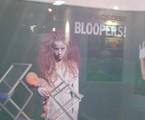 Estande do SBT no MIPCOM, com foto da pegadinha da Menina Fantasma   Divulgação