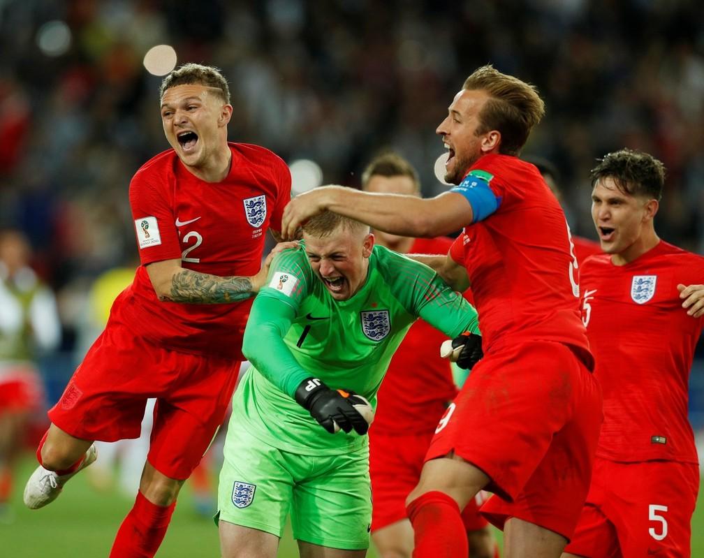 Jogadores da Inglaterra comemoram vitória contra a Colômbia (Foto: Reuters/John Sibley)