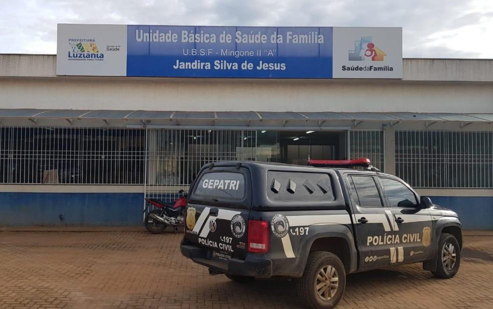 Polícia faz busca em unidade de saúde de Luziânia — Foto: Reprodução/TV Anhanguera