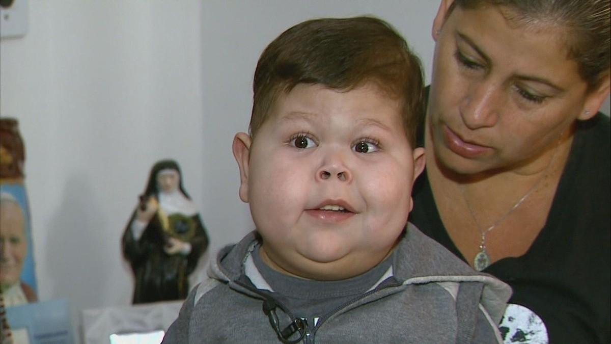 Resultado de imagem para Menino de 5 anos com doença rara no intestino volta para Franca, SP
