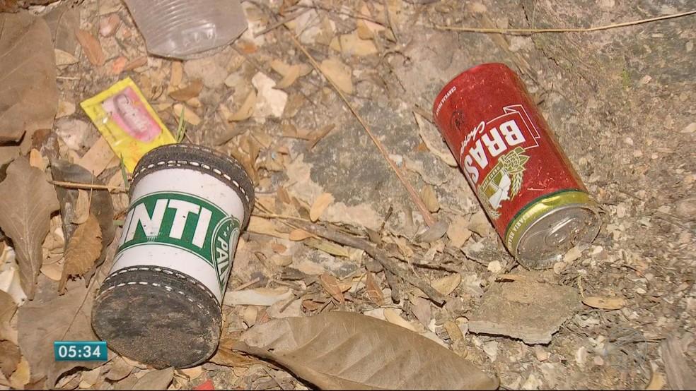 Os policiais e os peritos encontraram várias latas de cerveja no automóvel (Foto: TV Centro América)