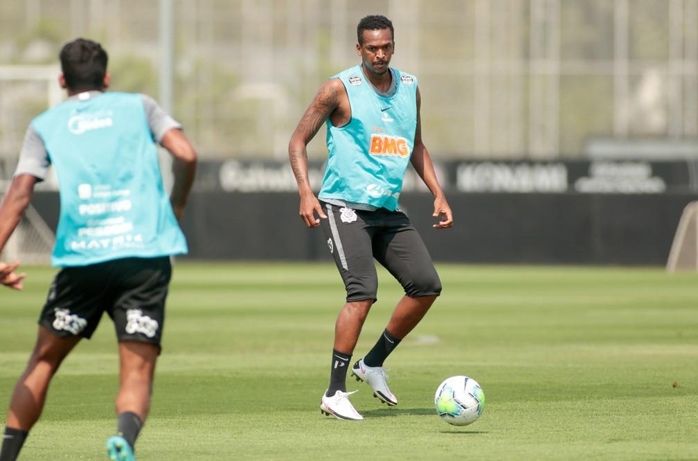 Jô em treinamento do Corinthians — Foto: Rodrigo Coca/Ag. Corinthians