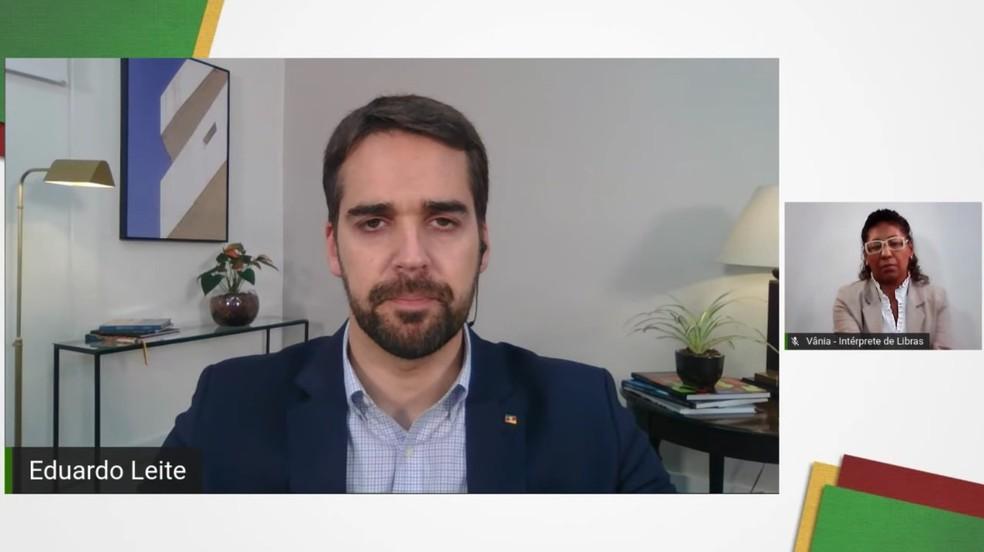 Governador Eduardo Leite apresentou o diagnóstico de avanço do coronavírus no RS nesta segunda (30) — Foto: YouTube/Reprodução