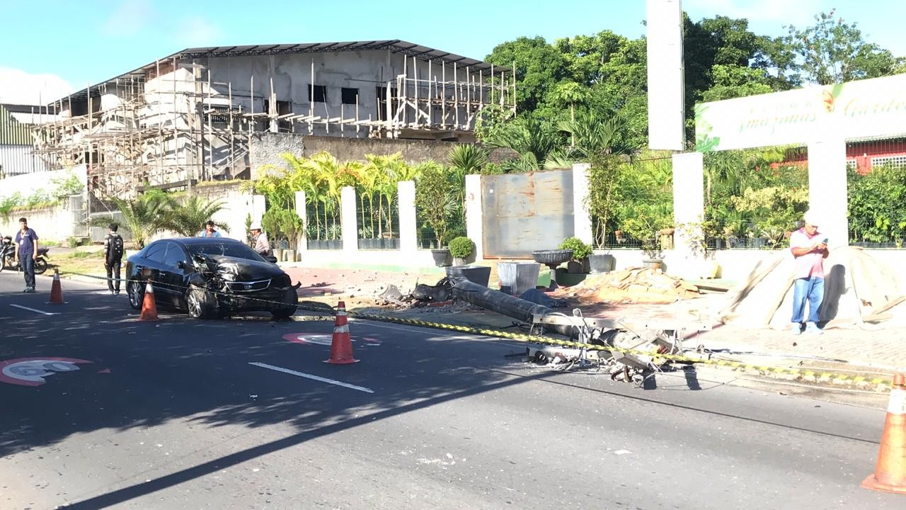Motorista que derrubou poste em Manaus disse que trabalhava há 24 horas, segundo testemunhas