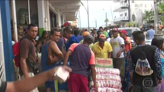 Venezuelanos correm ao comércio brasileiro para comprar comida