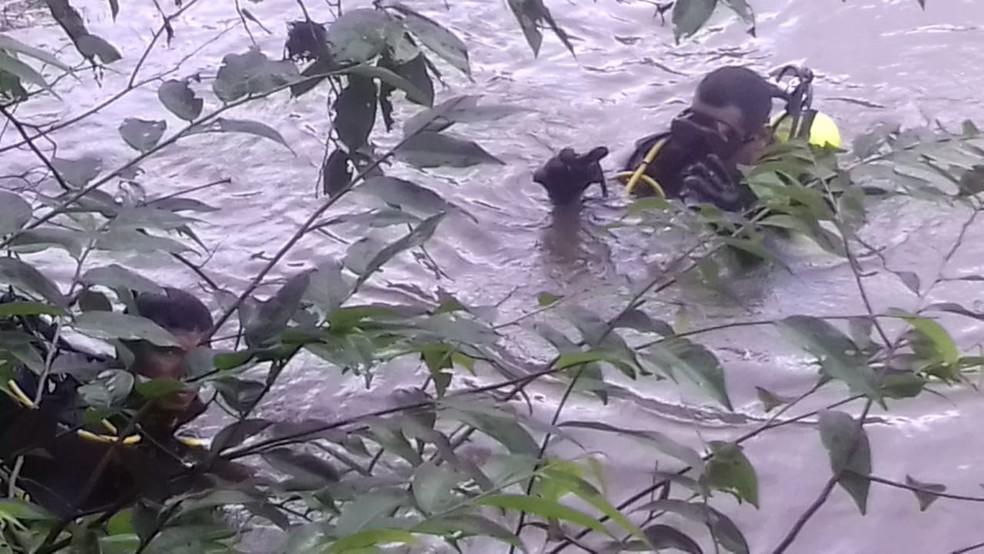 Bombeiros fizeram buscas no rio após denúncias de uma testemunha — Foto: Divulgação