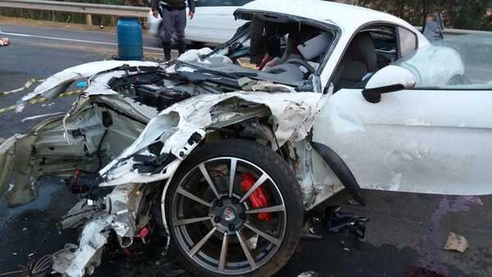 Motorista do Porsche perdeu o controle na Campinas-Monte Mor (Foto: Leandro Barrozo)