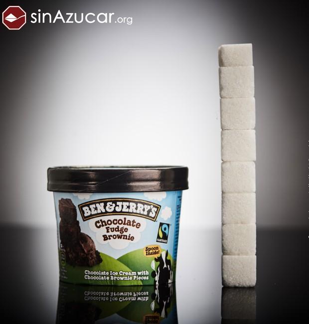 Um pote pequeno do sorvete da marca Ben and Jerry's (110g) contém 30 gramas de açúcar (Foto: Sin Azucar/ Reprodução)