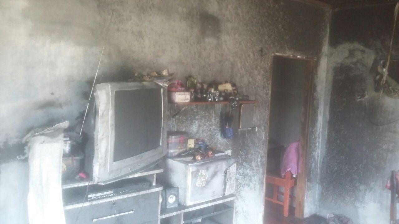 Incêndio atinge residência no município de Itacoatiara, no AM