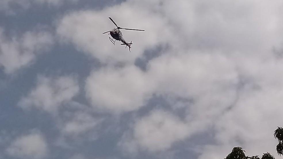 Helicópteros fazem as bucas pelos fugitivos (Foto: G1 PA)