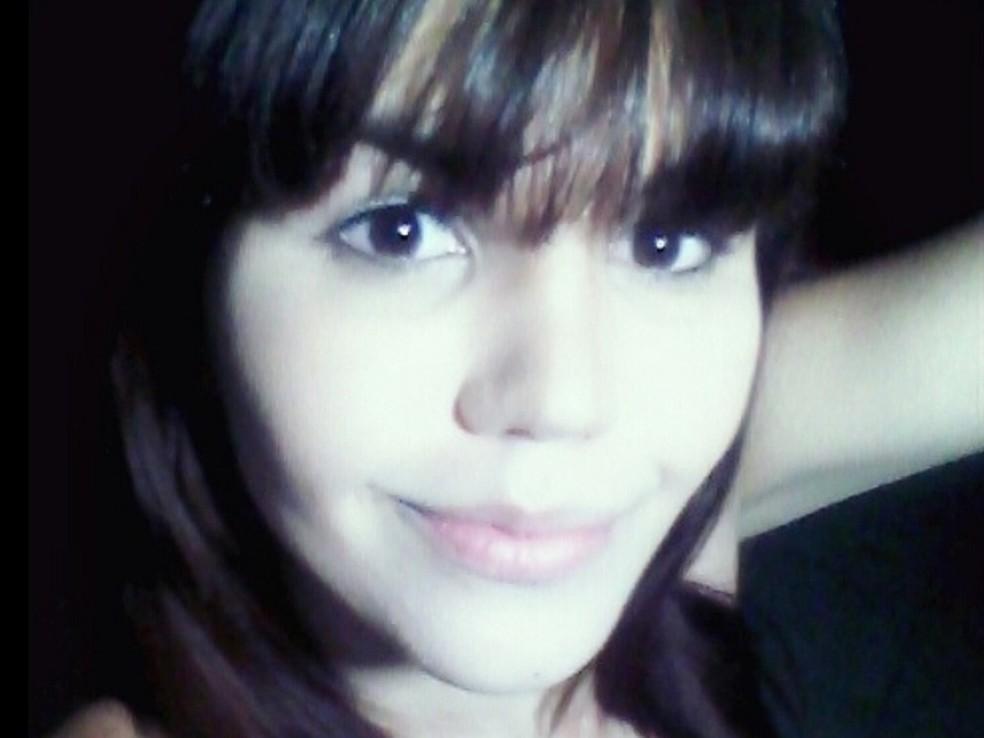 Emanuelle Muniz pegou carona na porta de uma boate em Goiás — Foto: Reprodução/Facebook