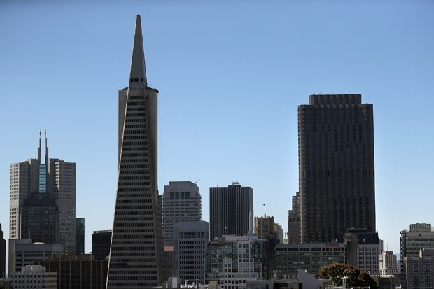 SAN FRANCISCO, CA - JUNE 28:  A view of the Transamerica Pyramid (L) and 555 California (R) on June 28, 2016 in San Francisco, California. A new video that allegedly supports ISIL has emerged on the internet shows San Francisco's iconic Golden Gate Bridge (Foto: Getty Images)