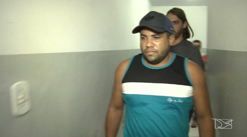 Messias da Conceição de Paiva se apresentou à polícia acompanhado de um advogado em Santa Inês — Foto: Reprodução/TV Mirante