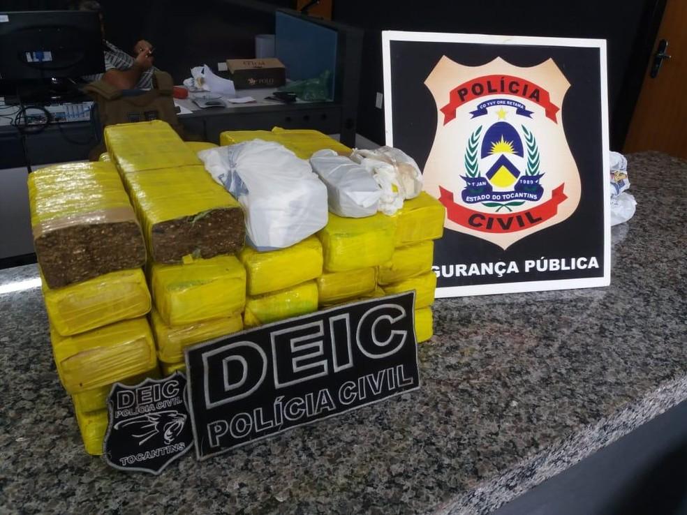 Drogas foram encontrada dentro da casa onde suspeitos moravam — Foto: Divulgação/Polícia Civil